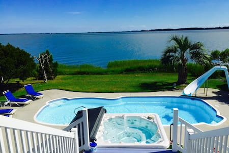 Waterfront home with pool & hot tub - Newport