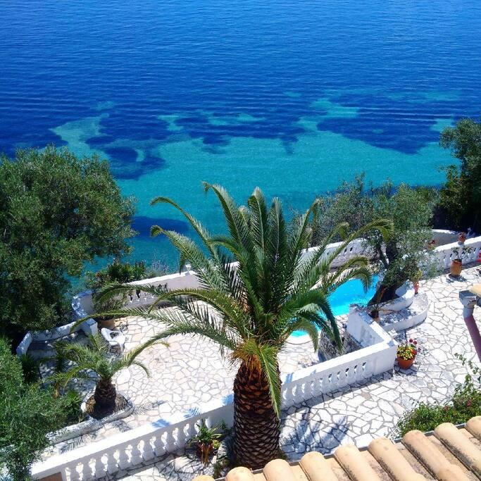 Terrasse/ Pisine avec l'eau de mer / swimming pool with sea water