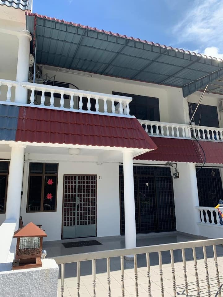 Pangkor Island Seaside @ 4 rooms Homestay