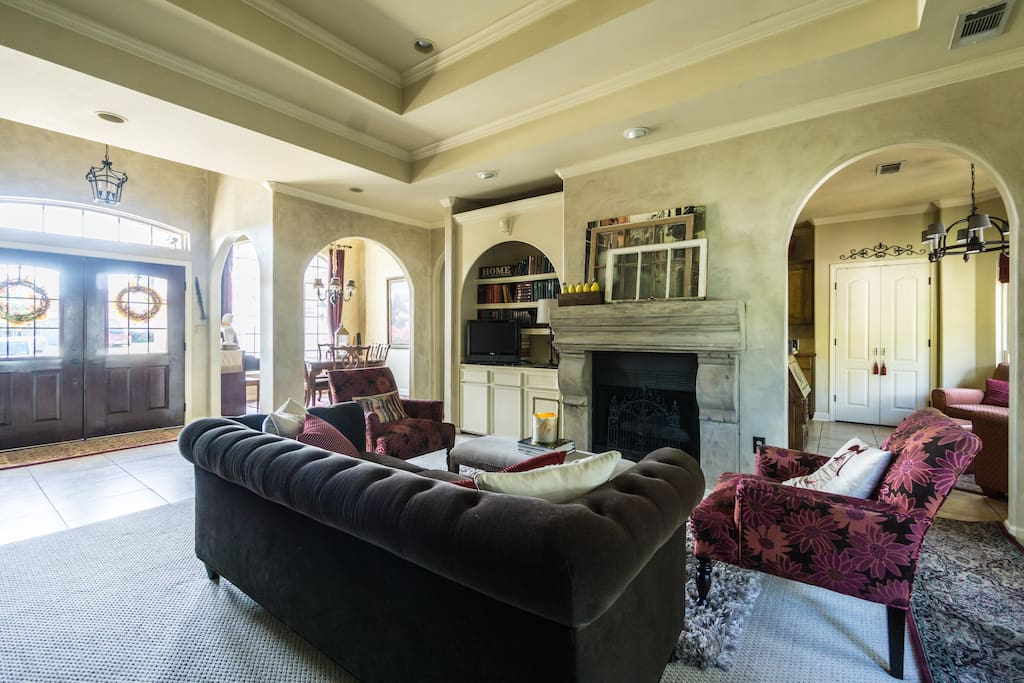 Living room with Chesterfield sofa and tray 11' ceiling.