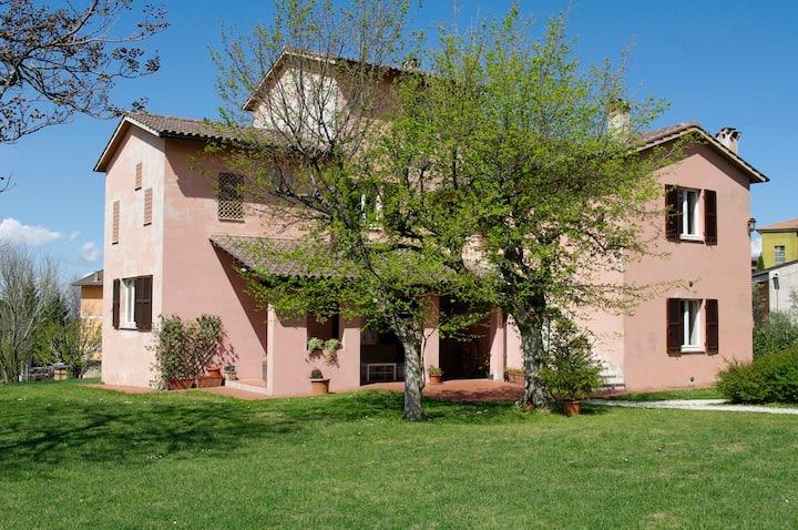 Al Casale di Borgo Sorbatti with pool and garden