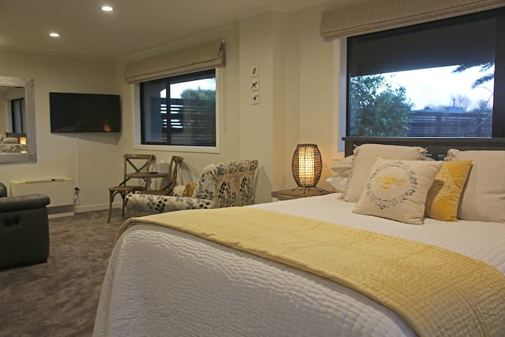 Affordable Luxury Accommodation in quiet Location.
