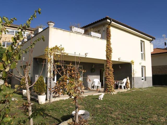 Esplendida habitacion - Inmediaciones de Pamplona - Beriáin - House