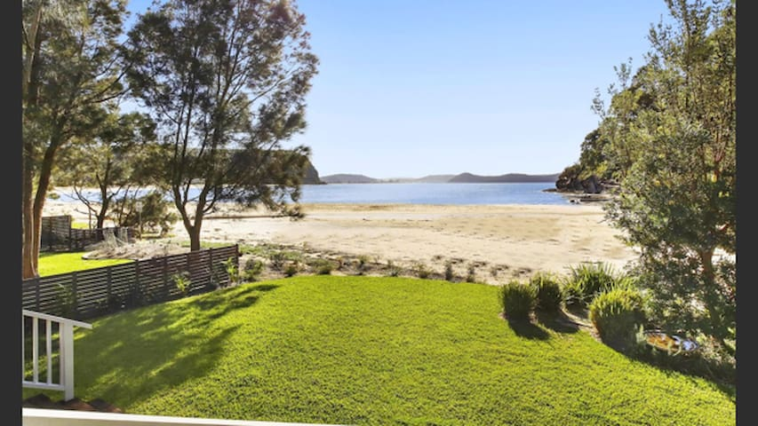 The Hamptons House - Pearl Beach - Apartament