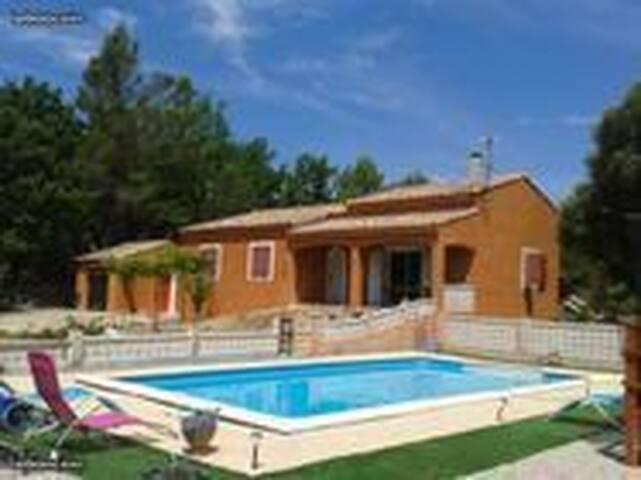 villa avec piscine a Bras a l abri des regards