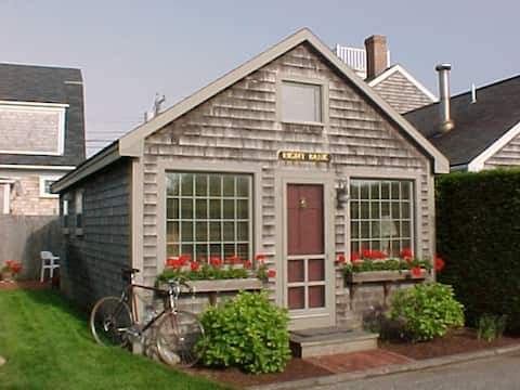 Charming A-Ced cottage for two in 'Sconset Center!