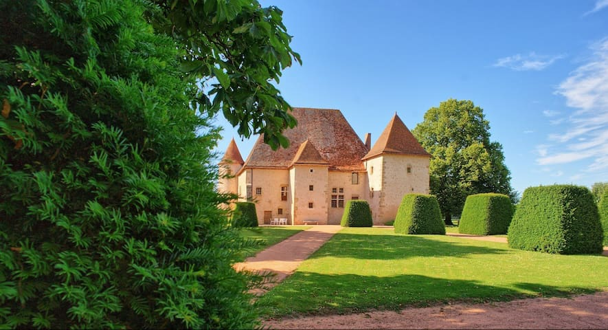 Magnifique Château du XV siecle