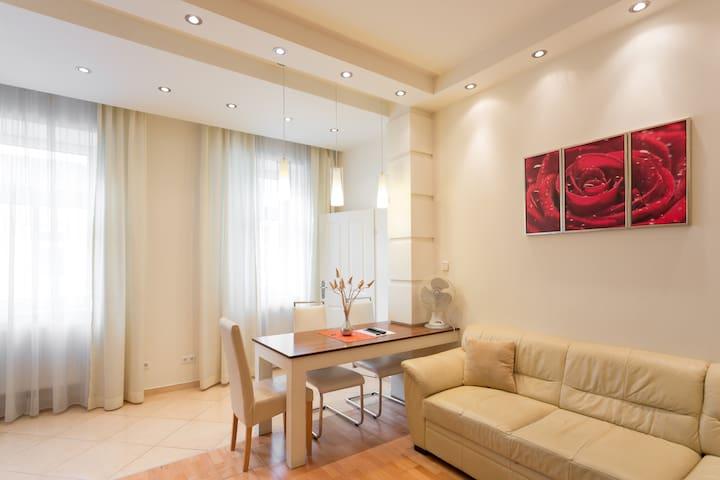 Design apartment near centre- living and bedroom - Wien - Lägenhet