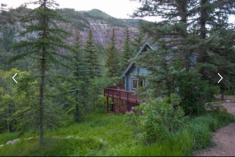 Cozy mountain cabin in Redstone
