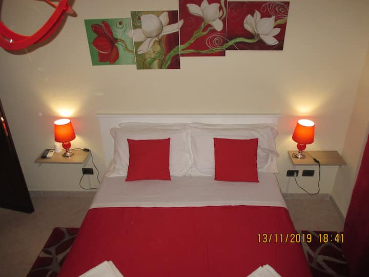 VILLA SALVATORE     red  room   con bagno privato