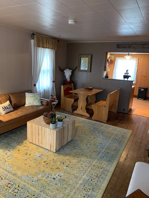 110 DUSTY comfy, cozy home in Cut Bank, MT
