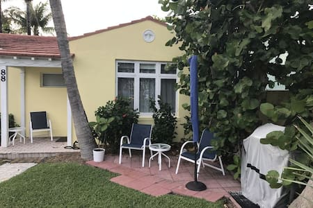 Studio Apartment Across from the beach. - Delray Beach - Andere