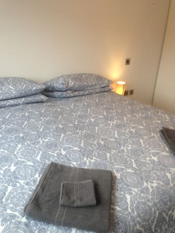 2 bedroom apartment for 4/5 guest - Booterstown - Huoneisto