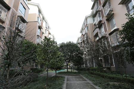 位于一环路以内,青幽的观凤新区的友好型公寓 - Chengdu Shi