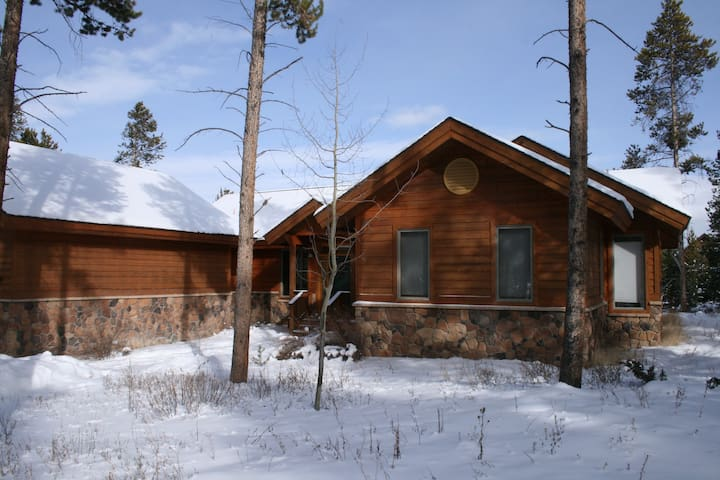 Spacious and cozy mountain home, hot tub - Tabernash - House