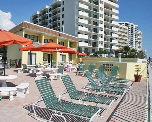 Holiday Shores Beach Club - 1 Bedroom