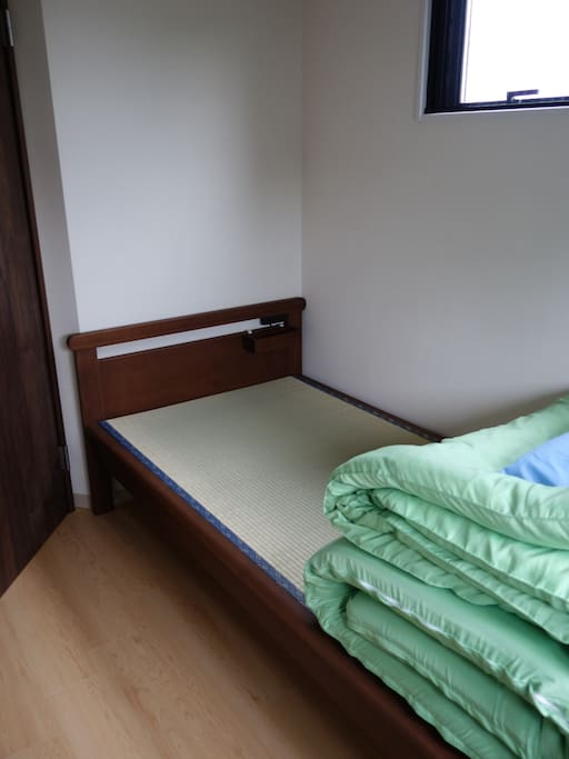 Single Room: Tatami Bed and High-resilience Futon