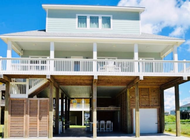 Ocean view- 4 bedrooms, 3 baths, and sleeps 21