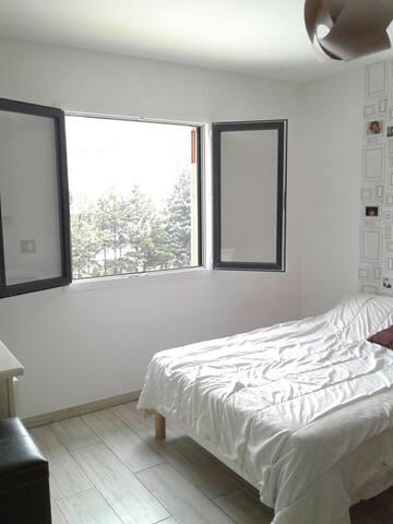 Chambre seule dans villa.