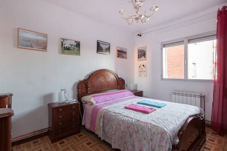 Double wooden room cheap, big and quiet to enjoy - Madrid - Wohnung