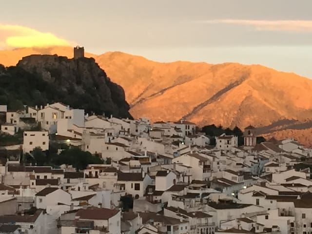Stunning views from an Andalusian 'pueblo blanco' - Gaucín