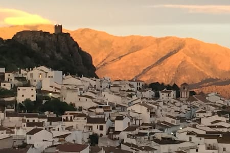 Stunning views from an Andalusian 'pueblo blanco' - Gaucín - Rumah