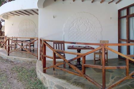 Camera 12 piano terra, bagno privato, piscina - Malindi