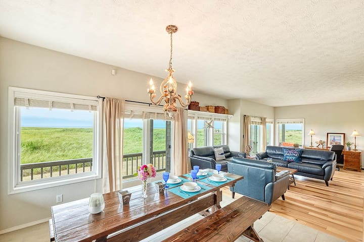 """Ocean Front, Wow Views! Pets, 75"""" Theater (Weath)"""