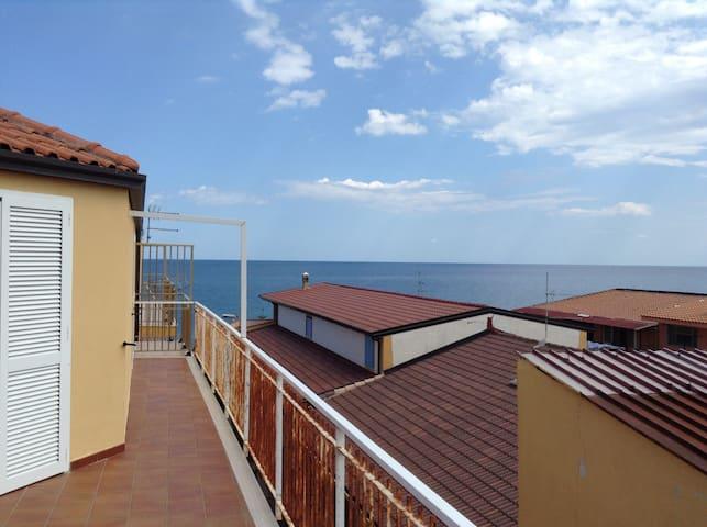 Appartamento vicinissimo al mare - Cirò Marina - Lejlighed