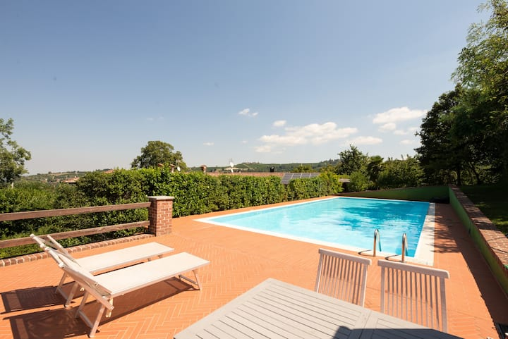 Charming country house with private pool  in Alba