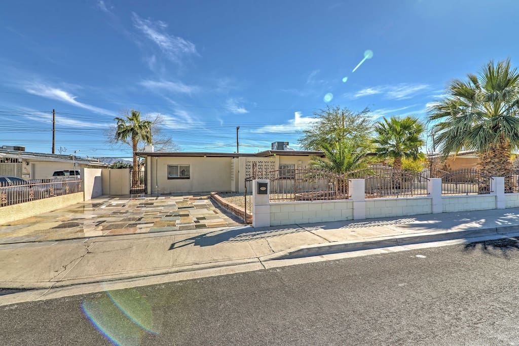 Great Las Vegas location just 2 miles from the Strip!