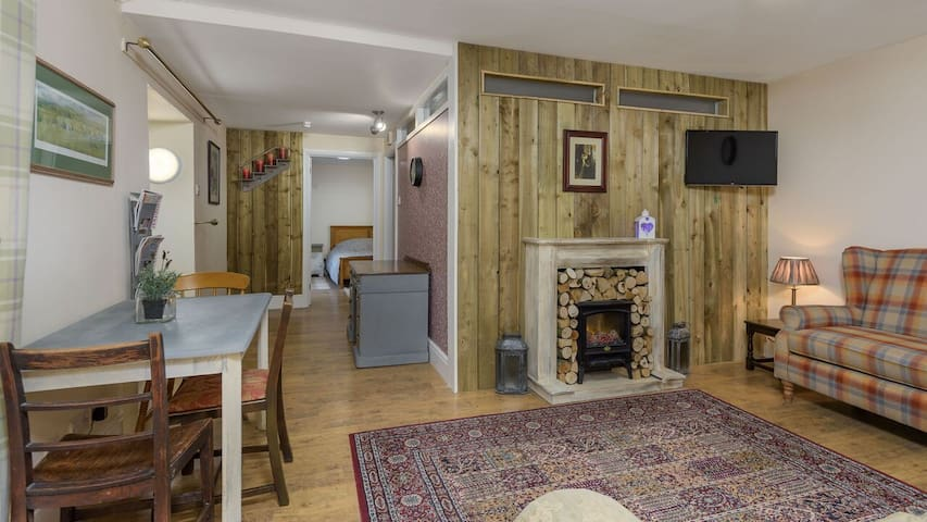 Charming freshly decorated cottage flat
