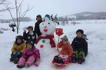 裏庭で雪遊び! Playinig in snow!!!