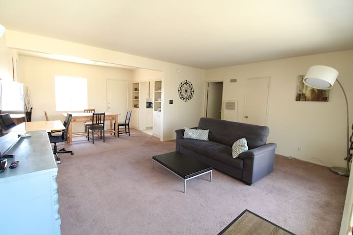 Huge 1BD 1BA with Deluxe Queen & extra twin bed!