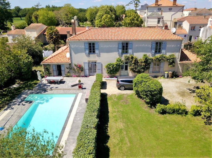 Demeure Clémenceau - very nice house with pool, in a parc, 10 sleeps