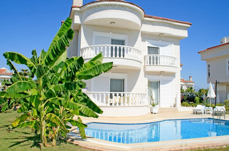 Golf Village Blue Homes Z Villa (4 Bedrooms)