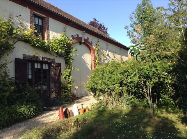 Chambre dans grande maison - Châtenay-sur-Seine - Casa