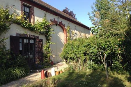 Chambre dans grande maison - Châtenay-sur-Seine