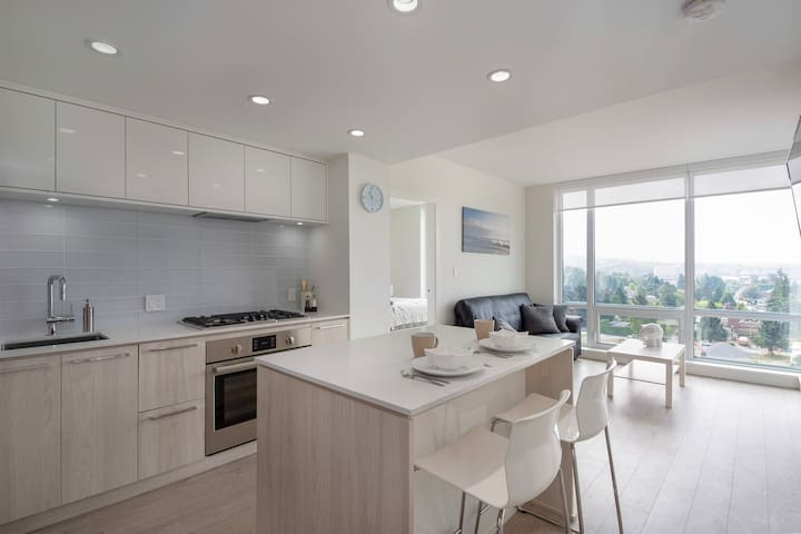 Brand New North Vancouver Getaway w/ a View