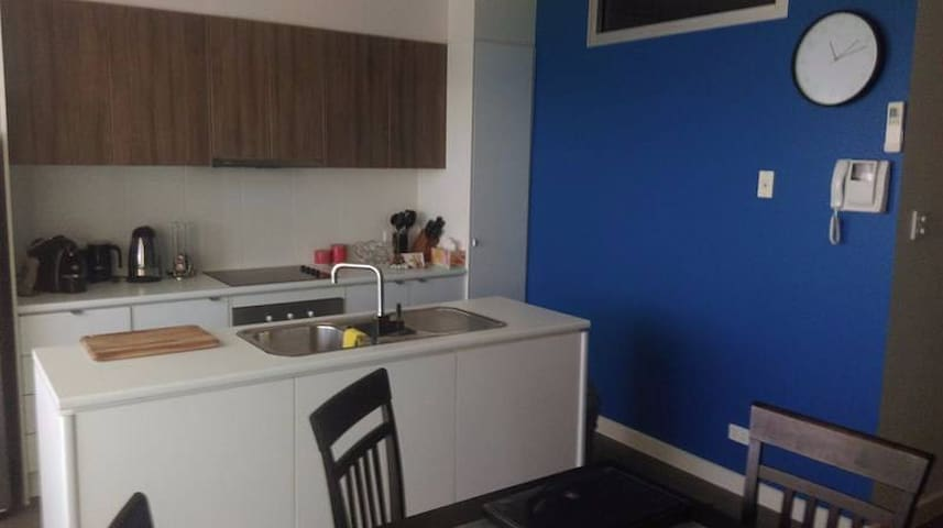 Second Floor Secure Apartment. - Mawson Lakes