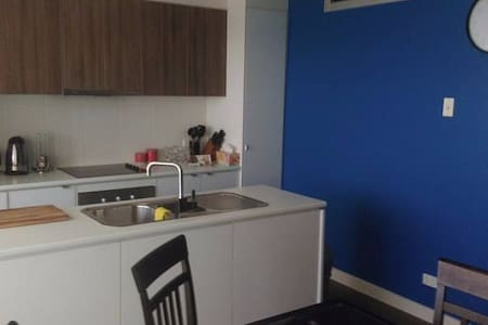 Second Floor Secure Apartment. - Mawson Lakes - Apartment