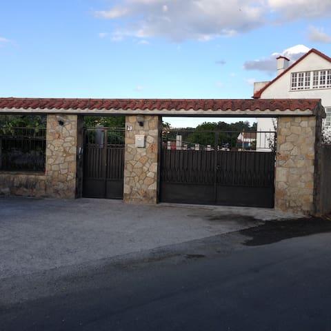 Casa con tres pisos independientes - Pontedeume