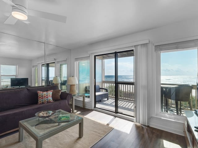 Spacious Townhome in Panama City Beach, Full-kitchen, Indoor and Outdoor heated pool