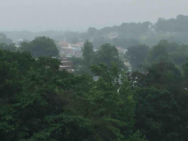 Enjoy Spectacular View at Hermann Hilltop House!