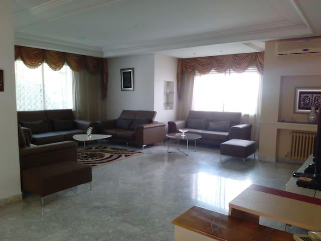 Maison d'hote au centre tunis /DAR NANA - Тунис - Дом