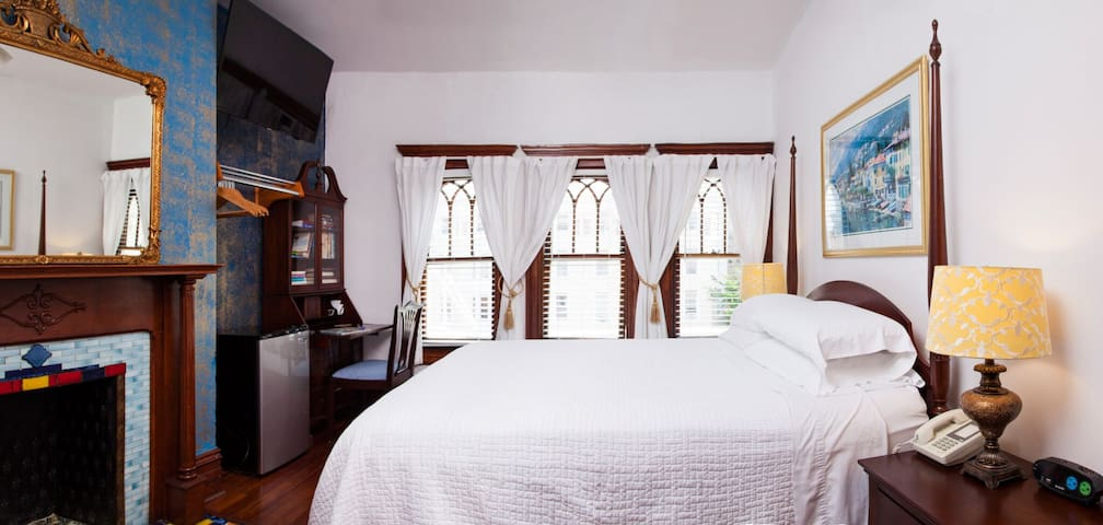 American Guest House - Room 401