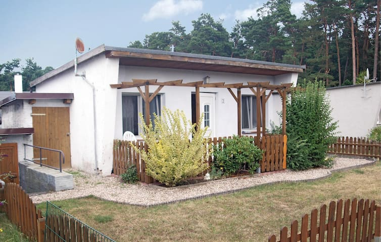 Holiday cottage with 1 bedroom on 32 m² in Bellin