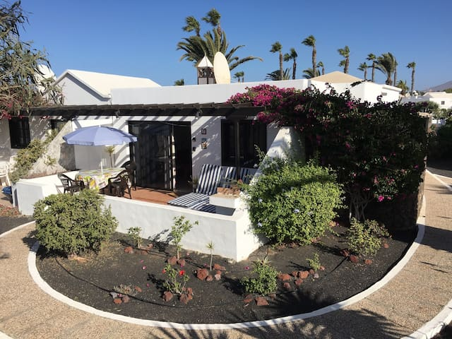 Casa Beatriz, nice, sunny and close to the beach!! - Playa Blanca - Bungalow