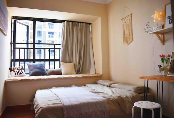 【北欧风】温馨恬静| 浪漫飘窗|吧台|可做饭|大阳台| 市中心|益华|汇悦城|万达|五邑大学