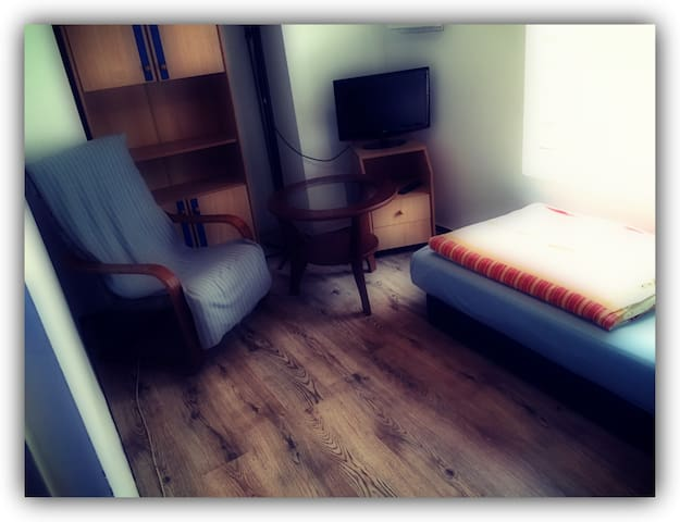 Cheap Rooms 8m2  near the airport - Poznań
